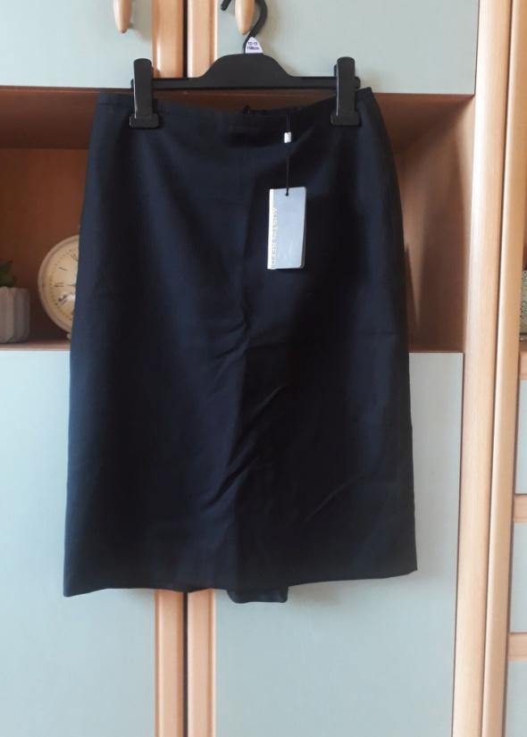 Nowa z metką czarna ołówkowa spódnica dopasowana midi paseczki...