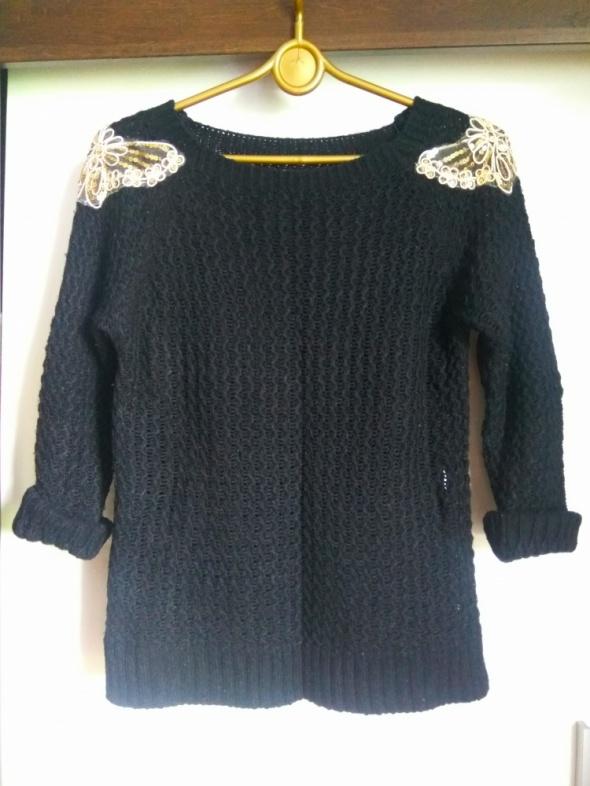 Czarny sweter złota aplikacja na ramionach r S...