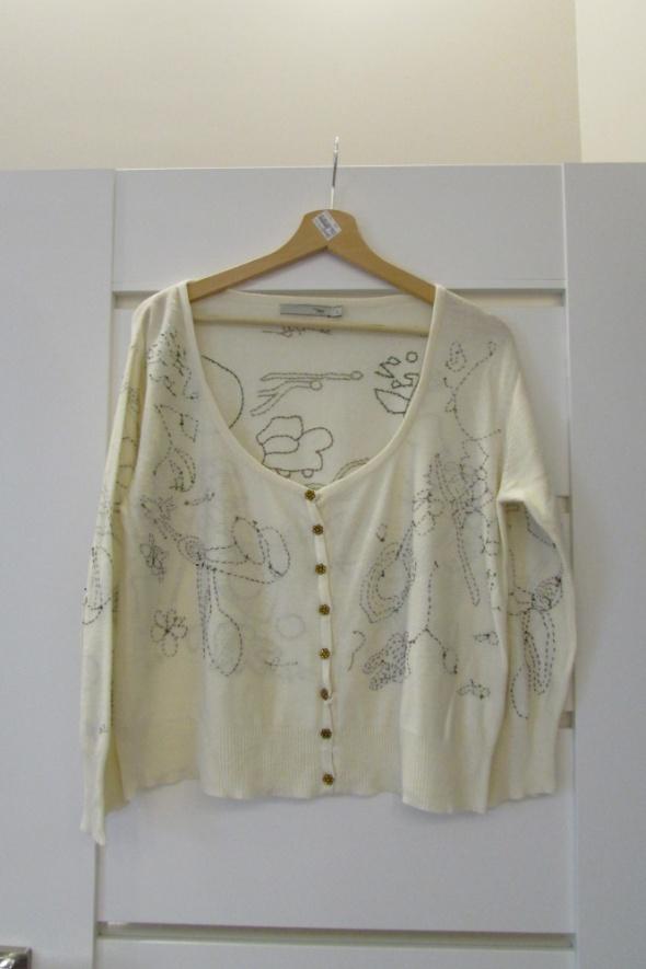 Swetry Bezowy swetere z haftem ozdobne guziki rozpinany