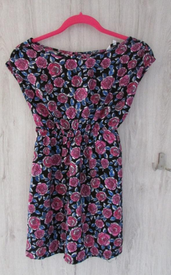 Śliczna bluzka w róże NEW LOOK idealna na lato...