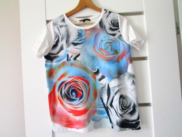 Śliczna bluzka z krótkim rękawem w róże RESERVED