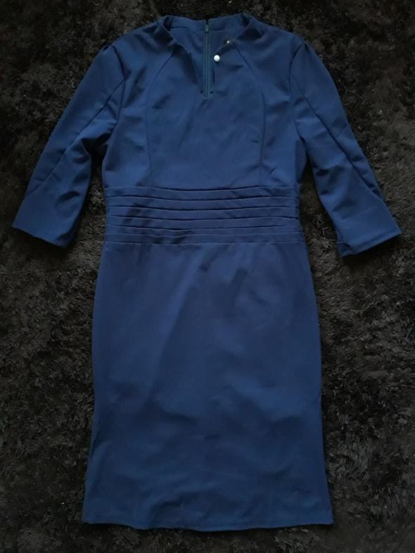 Granatowa sukienka z łezką i guzikiem