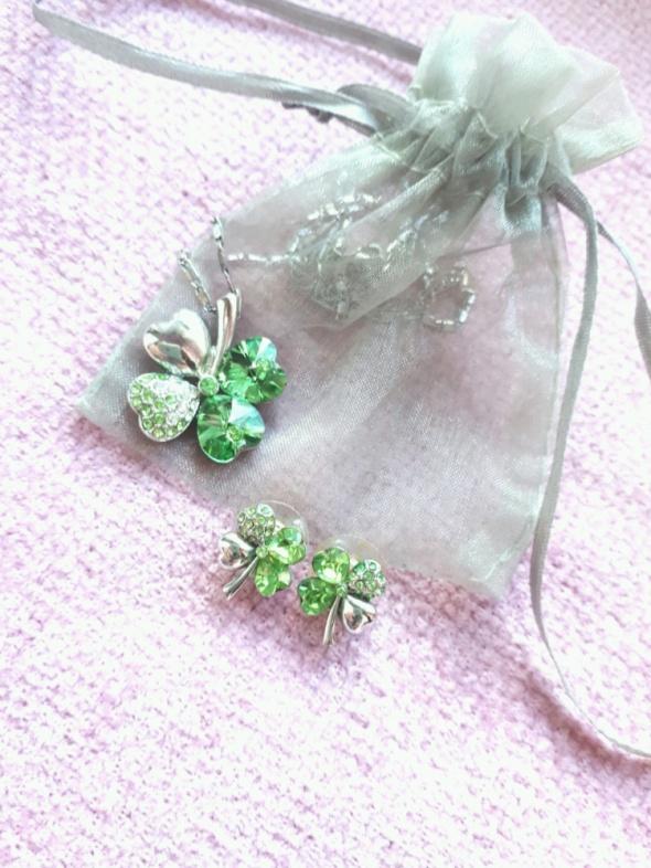Komplet biżuterii koniczynki kolczyki łańcuszek