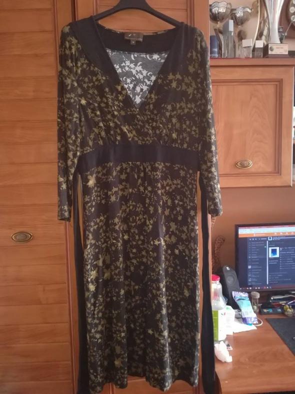 Firmowa dzianinowa sukienka 44