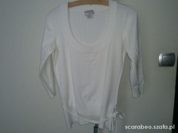 biały sweter z długim rękawem M