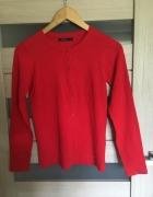 Czerwony sweterek Mohito z guziczkami w serca...
