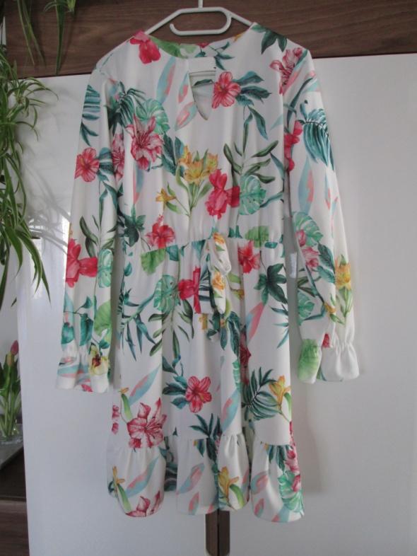 sukienka wiosenna w kwiatki