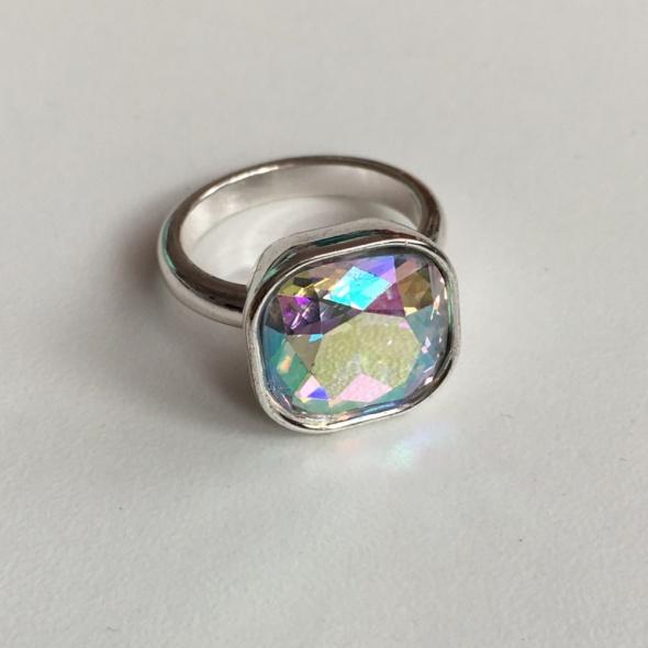 Posrebrzany pierścionek Bijou Brigitte z kryształkiem Svarowskiego