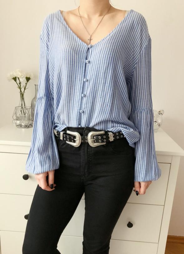 Koszule Reserved niebiesko biała koszula w paseczki bufiaste rękawy guziczki dekolt w V oversize