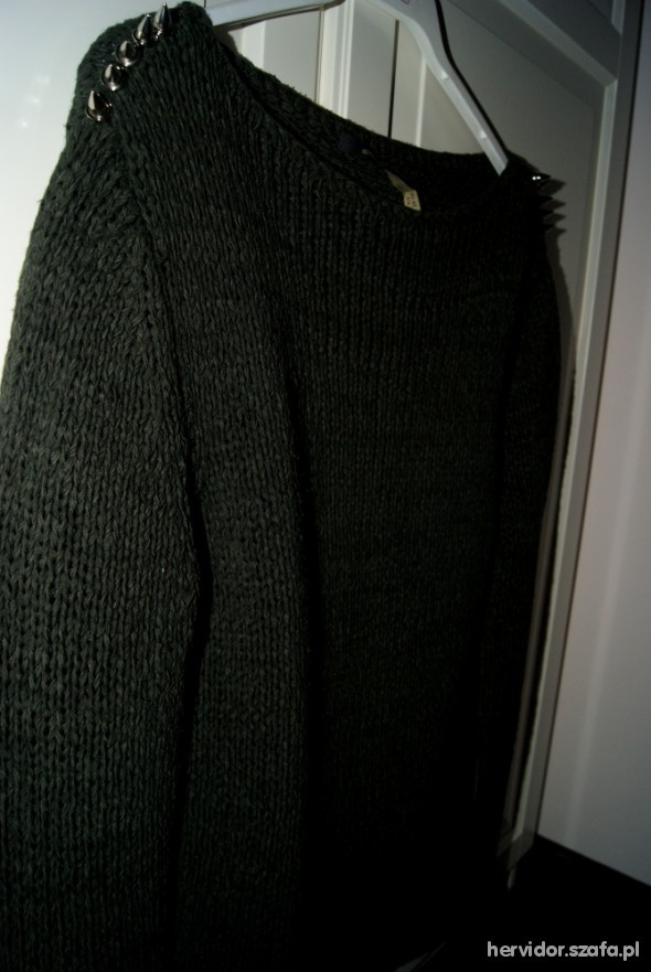 sweter z ćwiekami