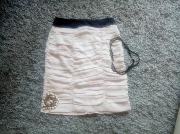 Beżowa spódnica H&M w rozmiarze M