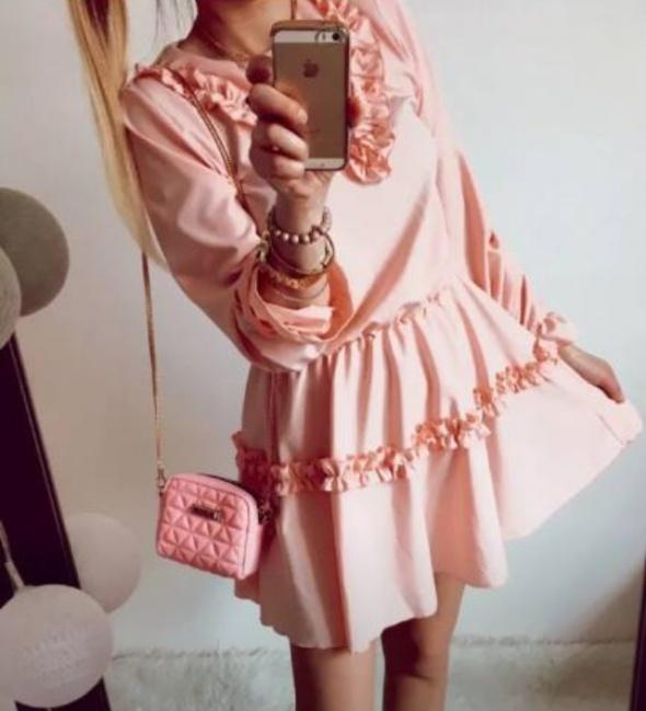 Sukienka Damska rozkloszowana Pudrowa M