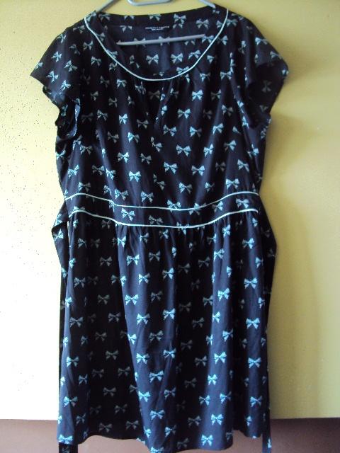 sukienka w niebieskie kokardki