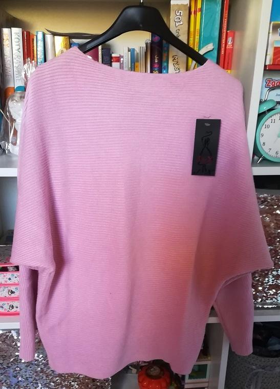 Nowy sweterek nietoperz w różowym kolorze