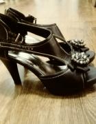 Eleganckie czarne wysokie szpilki 39