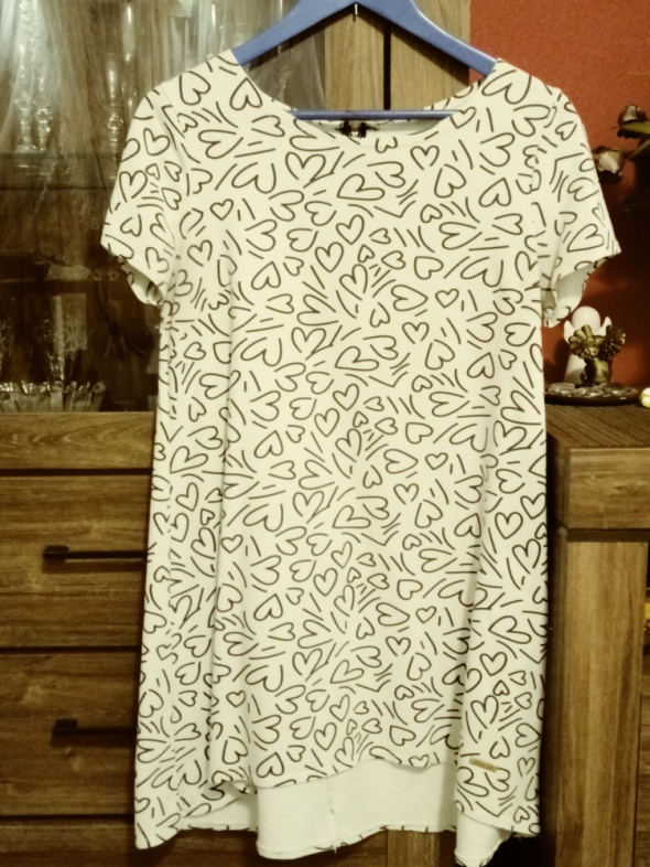 Biała tunika z krótkim wzór serducha M L