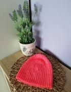 Różowa czapka H&M...