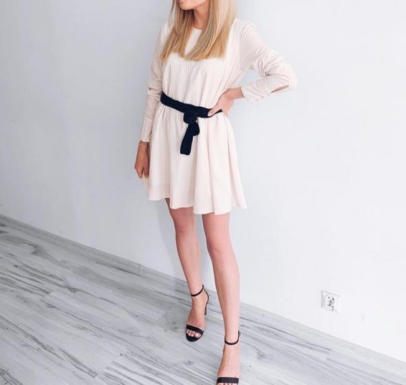 Sukienka z paskiem Zara...