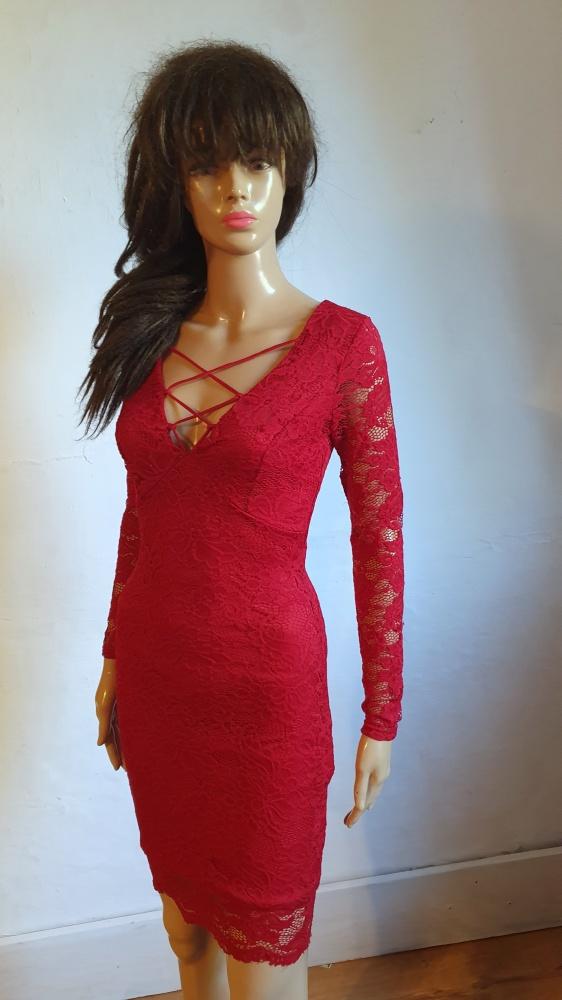 Czerwona koronkowa sukienka r 34