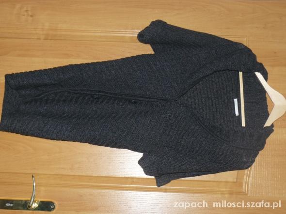 Grafitowy sweter kardigan