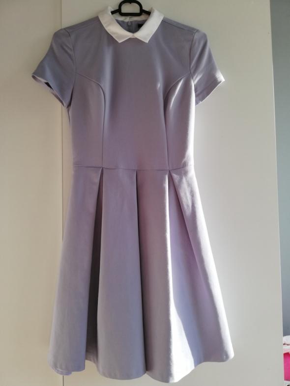 Mohito rozkloszowana sukienka z białym kołnierzykiem XS...