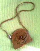 mała torebka z kwiatkiem