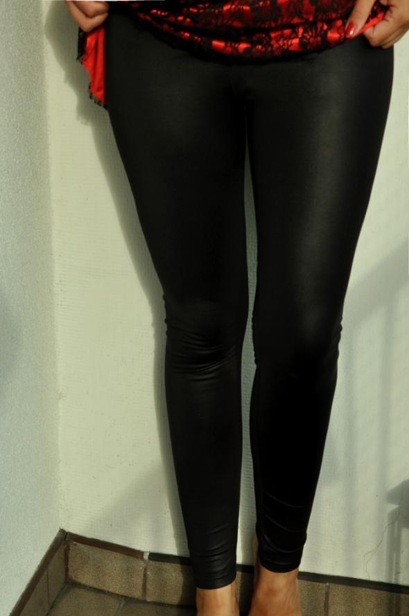 Legginsy czarne połyskujące legginsy