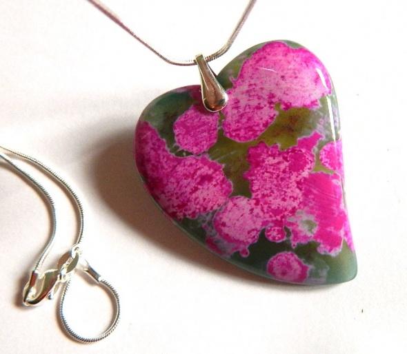 Zielonoróżowe serce z agatu wisior w srebrze...