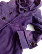 Przejściowy płaszczyk w kolorze burgundowym...