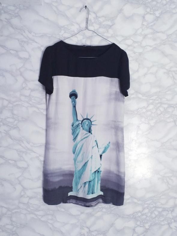 Oodji prosta sukienka oversize Statua Wolności print wzór 36 S