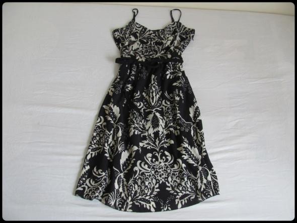 Wzorzysta sukienka VERO MODA 42 XL na ramiączkach...