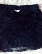 Czarna koronkowa New Look...