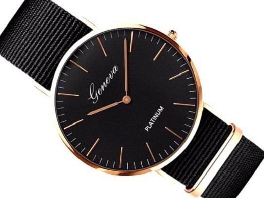 Zegarek na czarnym nylonowym pasku kolor tarczy czarny koperta czarna