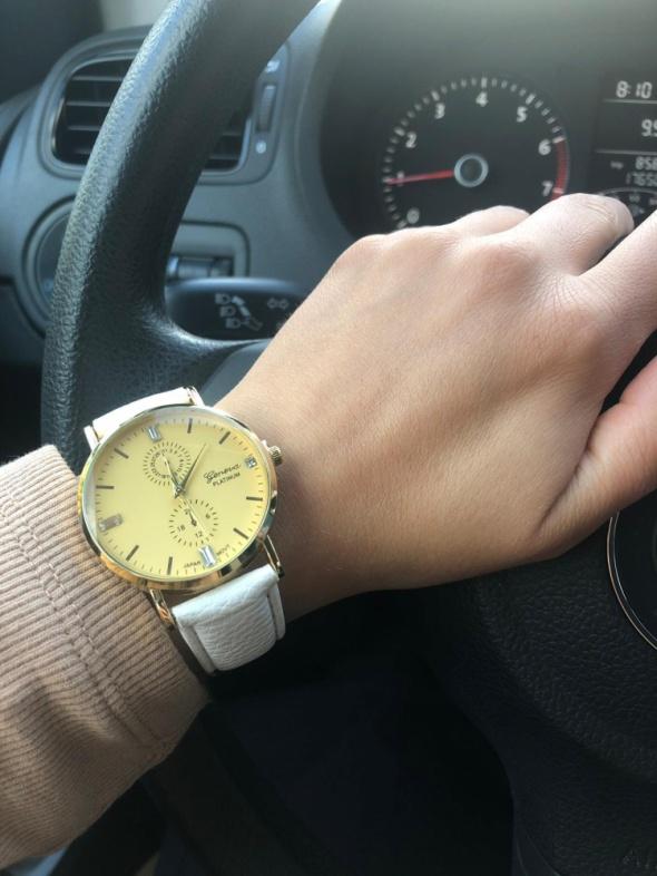 Zegarek elegancki na skórzanym pasku kolor biały