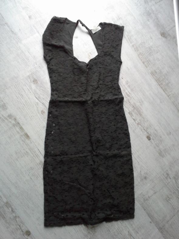 Suknie i sukienki Koronkowa sukienka z dekoltem na plecach
