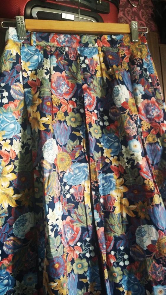 Spódnica midi w kwiaty 36
