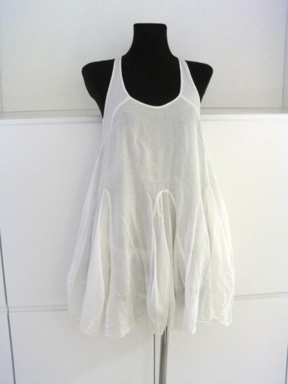 Suknie i sukienki Biała sukienka na lato Gina Tricot