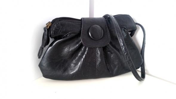 Mala czarna torebka listonoszka na ramie