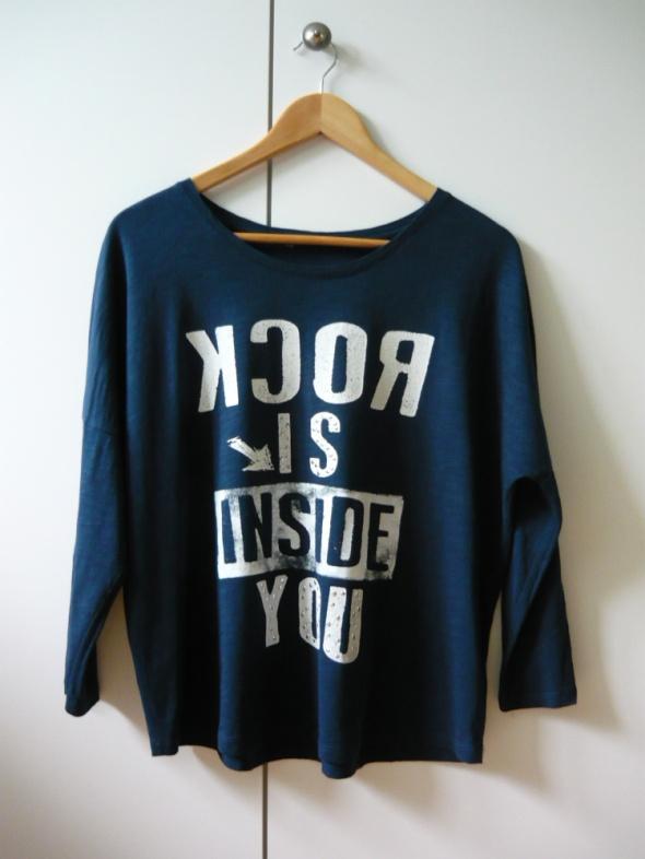 Ciemnoniebieska bluzka z napisem S M L