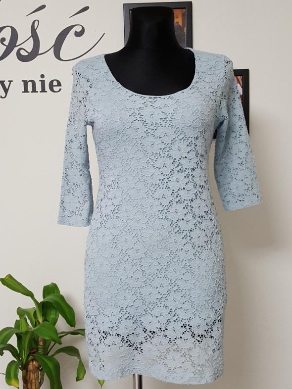 koronkowa błękitna sukienka Orsay...