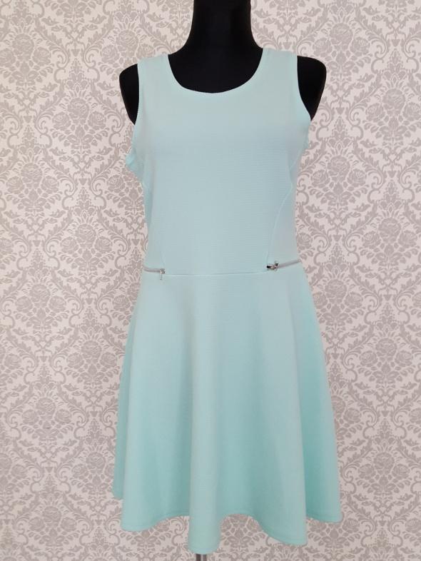 rozkloszowana miętowa sukienka Reserved...