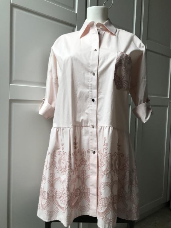 Sukienka pudrowy róż hafty podwijane rękawy...