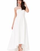 Biała długa sukienka ślubna z trenem i siateczką...