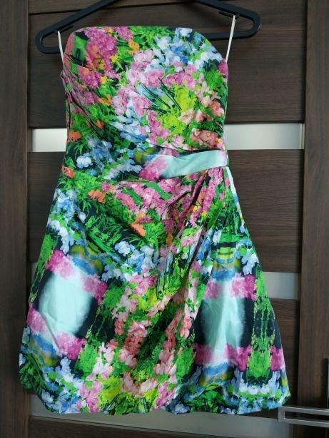Sukienka Zara w kwiaty...