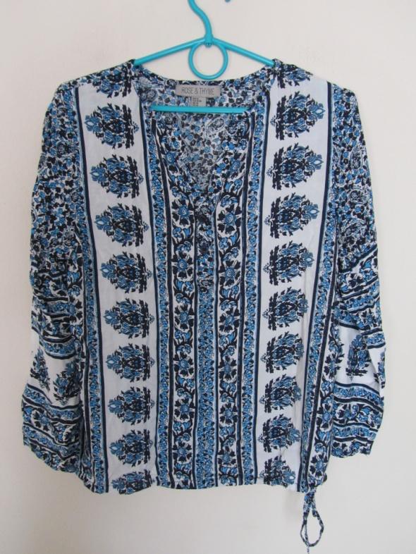 Zwiewna bluzka biel niebieski...