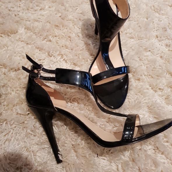 Sandałki guess