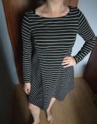 Czarna sukienka w białe paski Reserved...