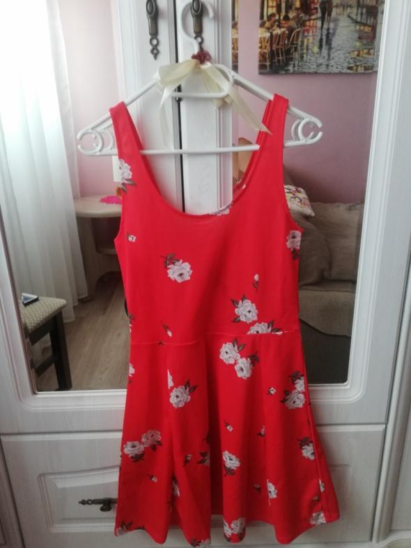 Czerwona sukienka HM...