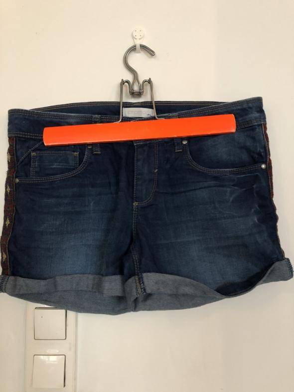 Spodenki Szorty jeansowy z ozdobą