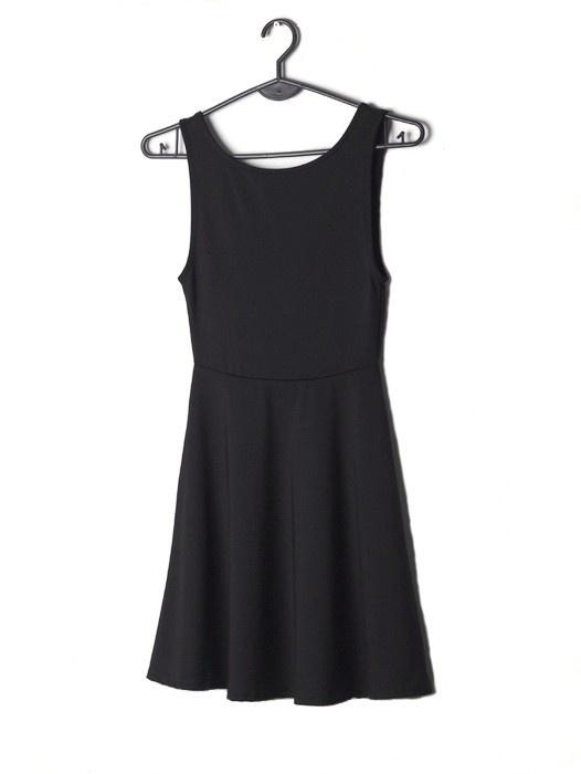 H&M czarna mini sukienka rozkloszowana 34 XS wycięte plecy